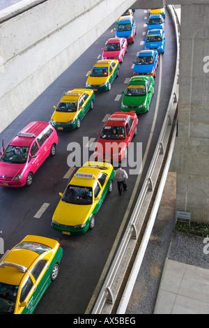 Taxi queue at the new Suvarnabhumi Airport in Bangkok, Thailand, Southeast Asia - Stock Photo