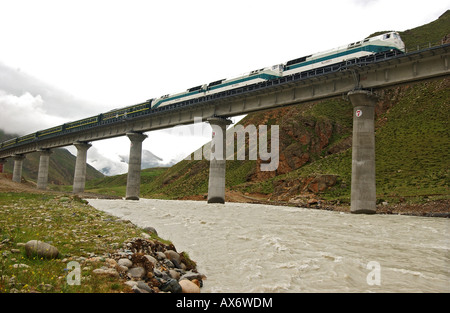 A train passes over a bridge non the Tibet railway in the Tolung Valley, which opened in July 2006. Tibet train - Stock Photo