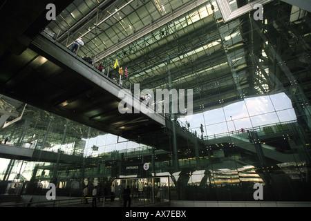 Exterior of Bangkok International Suvarnabhumi Airport (BKK). Outside arrivals terminal near taxi cab rank. - Stock Photo