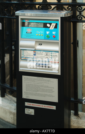 City of London on street car parking facility with pay and display machine capable of accepting credit cards as - Stock Photo