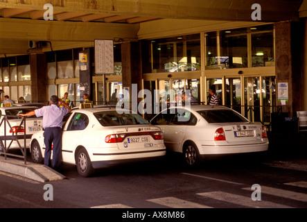 Spaniards Spaniard Spanish people taxi stand arrival level Barajas International Airport Madrid Madrid Province - Stock Photo