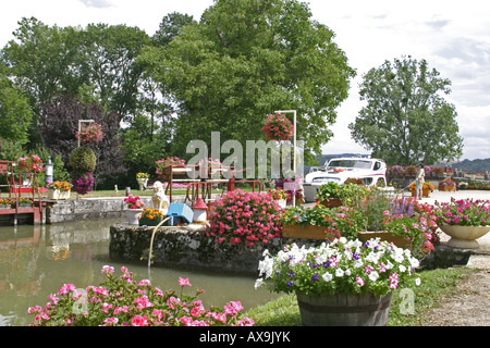 Pretty lock, Canal du nivernais - Stock Photo