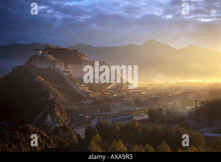 Potala Palace, former seat of Dalai Lama, Lhasa, Tibet - Stock Photo