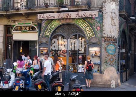 spain Barcelona Las Ramblas Art nouveau fassade Patisserie people - Stock Photo
