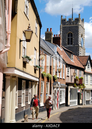 COUPLE WALKING DOG ALONG PRINCES STREET NORWICH NORFOLK EAST ANGLIA ENGLAND UK - Stock Photo