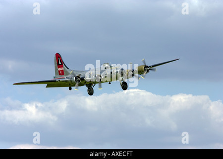 Yankee Lady B17G Flying Fortress landing at Willow Run airport Thunder over Michigan airshow - Stock Photo