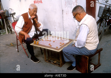 Two chinese men play chinese checkers in street, Shanghai - Stock Photo