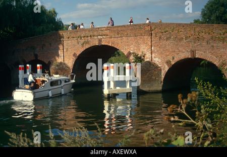 Boat on River Thames at Sonning Bridge, Sonning, near Reading, Berkshire, England, UK - Stock Photo
