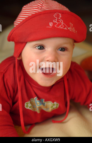 confident laughing 6 months old Baby zufriedenes lachendes 6 Monate altes Baby - Stock Photo