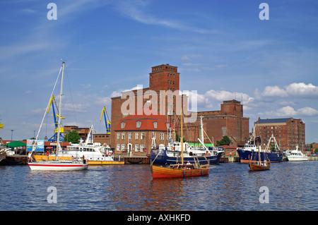 Hafen Wismar Speicher Segelboote storehouse reservoir - Stock Photo
