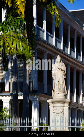 Statue of Queen Victoria outside Government House Port Louis, Mauritius - Stock Photo