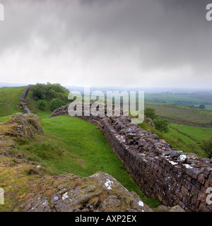 Hadrian's Wall at Walltown Crags and Quarry Rain blowing in from the horizon giving real atmosphere to this desolate - Stock Photo