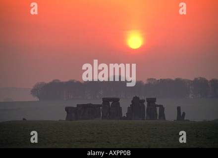 uk england Wiltshire stonehenge at sunrise - Stock Photo