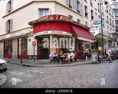 cafe brasserie Des Deux Moulins Rue l Epic Paris France loaction for film Amelie - Stock Photo