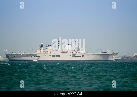 Royal Navy Aircraft carrier HMS Illustrious R06 Stock Photo