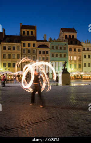 Street performers in front of houses, restaurants and cafes at dusk, Old Town Square (Rynek Stare Miasto), Warsaw, - Stock Photo
