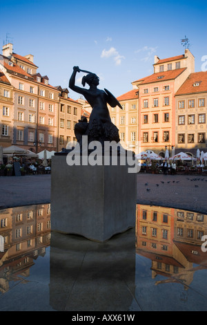Warsaw Mermaid Fountain and reflections of the Old Town houses, Old Town Square (Rynek Stare Miasto), Warsaw, Poland - Stock Photo