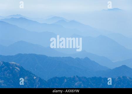 Haze, Jade Screen scenic area, Huang Shan (Yellow Mountain), UNESCO World Heritage Site, Anhui Province, China, - Stock Photo