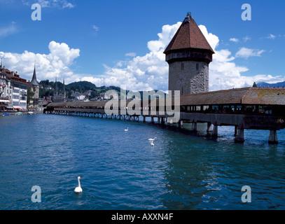 Luzern, Kapellbrücke, Brücke und See - Stock Photo