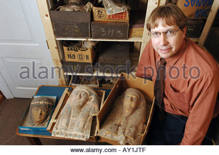 Dr Dirk Obbick of Christ Church College at Oxford University with a Egyptian Death Mask made of papyrus - Stock Photo