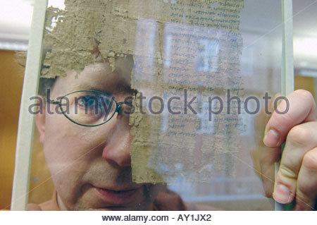 Dr Dirk Obbick of Christ Church College at Oxford University He is working on Papyrus at the Sackler Institute - Stock Photo