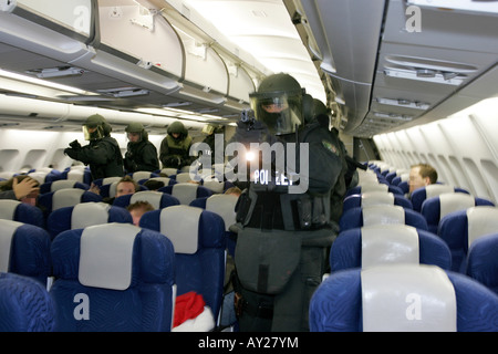 DEU, Germany, Duesseldorf : Police officers of a SWAT Team on a training misson in an airplane, in case of a highjacking. - Stock Photo