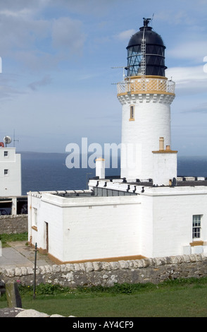 dh Dunnet Head Lighthouse DUNNET HEAD CAITHNESS Unmanned white wash light tower beacon building over Pentland Firth