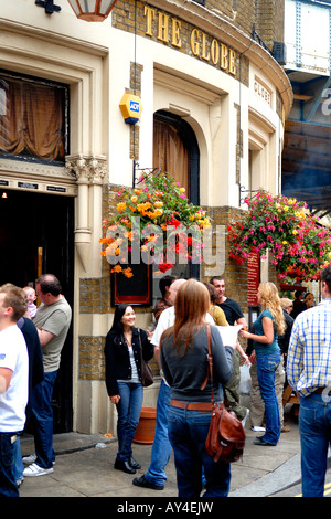 Borough Market , The Globe typical English pub , public house , at opening time , ever popular with the young - Stock Photo