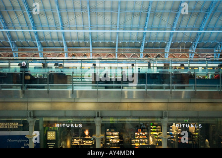 St Pancras station, shops, champagne bar, Eurostar train - Stock Photo