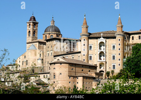 The Ducal Palace dominates the Urbino landscape in LeMarche The Marches Italy - Stock Photo
