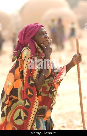 village elder overseeing proceedings at Dandoutchi Niger West Africa - Stock Photo
