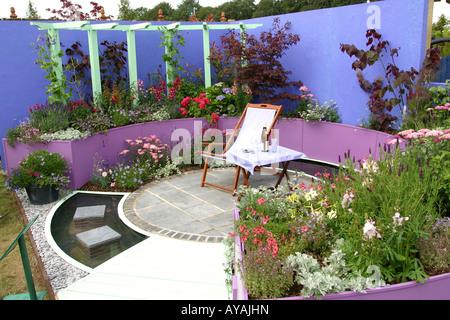 UK Cheshire Knutsford Tatton Hall RHS Flower Show Teenage Cancer trust Summer Daze Garden - Stock Photo