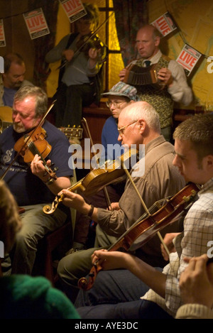dh Orkney Folk Festival STROMNESS ORKNEY Scottish Musicians playing music pub player fiddle players scotland - Stock Photo