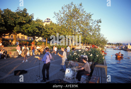 Buskers at the Uto Quai quay close to Zurichsee lake in Zurich Switzerland - Stock Photo