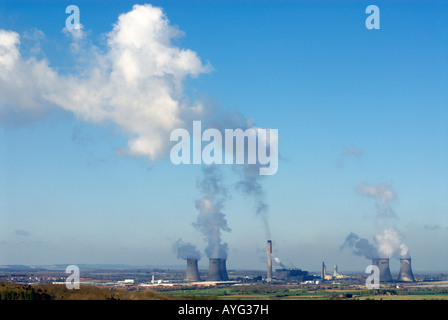 Clouds of water vapour rise from Didcot Power Station, Oxfordshire, England - Stock Photo