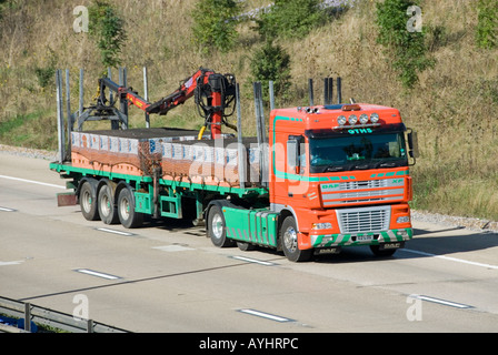Jewsons Block Paving >> M25 motorway Jewson delivery lorry crane offload and load of timber Stock Photo: 7107418 - Alamy