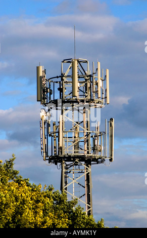 SHOT OF A MOBILE PHONE MAST SITUATED ON THE M25 MOTORWAY IN HERTFORDSHIRE - Stock Photo