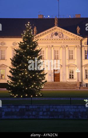Europa Europe Germany Deutschland Berlin Mitte Schloss Castle Bellevue Wohnsitz Des Bundespraesidenten Weihnachten - Stock Photo