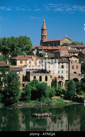 GABARRE BOAT ON TARN RIVER & TOWN ALBI MIDI-PYRENEES FRANCE - Stock Photo