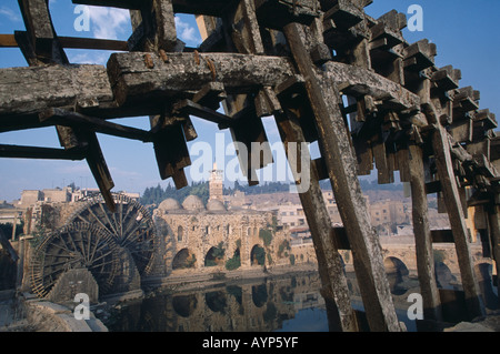 SYRIA Central Asia Middle East Hama Wood norias or waterwheels on Orontes river and Al Nuri Mosque - Stock Photo