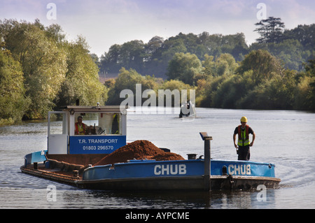 A BARGE LOADED WITH SAND AND GRAVEL LEAVING THE CEMEX DOCK AT RIPPLE QUARRY GLOUCESTERSHIRE - Stock Photo