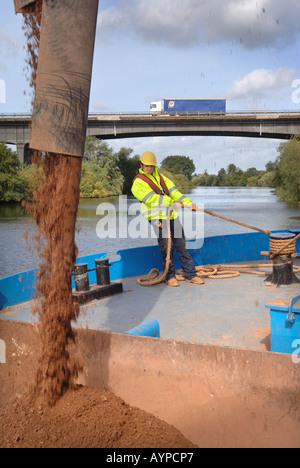 SAND AND GRAVEL IS LOADED AT THE CEMEX DOCK AT RIPPLE QUARRY GLOUCESTERSHIRE - Stock Photo