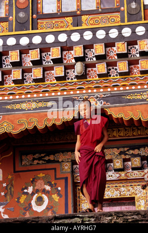 A young monk with the wonderful details of the Paro dzong, Bhutan - Stock Photo