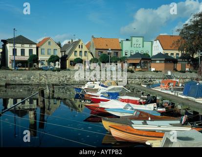 Haeuserzeile, Buergerhaeuser, Hafen mit Booten in Eckernfoerde, Ostsee, Schleswig-Holstein - Stock Photo