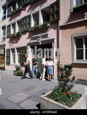 D-Bonn, Rhine, Rhineland, North Rhine-Westphalia, Beethoven birth house, people in front of the Beethoven birth - Stock Photo
