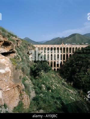 Gebirgslandschaft, Roemisches Aquaedukt ueberbrueckt ein Tal, Roemische Wasserleitung, Bruecke ueber eine Schlucht, - Stock Photo