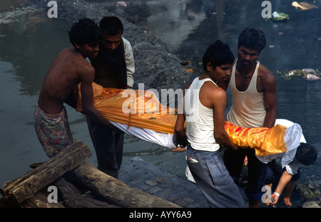 PICTURE CREDIT DOUG BLANE Traditional Hindu burning ghats funeral cremation pyre at Pashupatinath on the Baktapur - Stock Photo