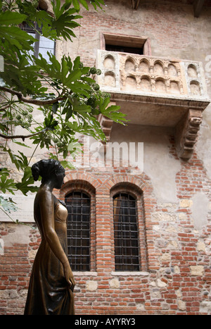 Balcony and statue in the courtyard of Juliet's House, Verona, Italy - Stock Photo