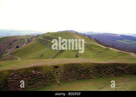 Looking south along the Malvern Hills from Herefordshire Beacon and British Camp at Iron Age earthworks - Stock Photo