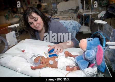 Mum with her premature baby on a neonatal intensive care unit - Stock Photo
